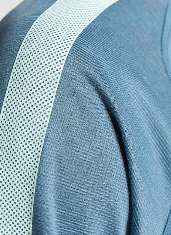 6c9d039108ac99 Kliknij na zdjęcie, aby je powiększyć. Koszulka NIKE SELECT FLASH SS TRNG  TOP 627209427